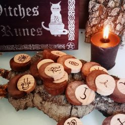 Witches Runes con Box 2 - TheMagicWood.com